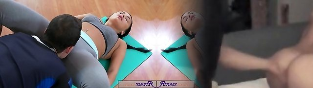 FitnessRooms Multiple orgasms for black haired gym female